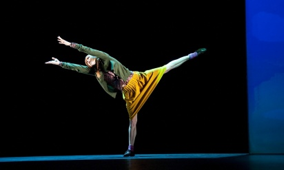 Sylvie Guillem in Bye by Mats Ek from 6000 miles away @ Sadler's Wells. A Sylvie Guillem Production. (Opening 6-07-11) ©Tristram Kenton 07/11 (3 Raveley Street, LONDON NW5 2HX TEL 0207 267 5550  Mob 07973 617 355)email: tristram@tristramkenton.com